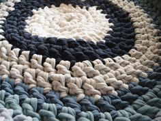 Cloth knitted rug