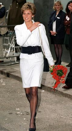 Princess Of Wales Arriving At Mortimer Market Centre, A Sexual Health Clinic In London The Princess Is Wearing A White Suit With A Broad Black Belt. Get premium, high resolution news photos at Getty Images Princess Diana Fashion, Princess Diana Pictures, Princess Diana Family, Princes Diana, Royal Princess, Princess Of Wales, Lady Diana Spencer, Lady Sarah Mccorquodale, Versace
