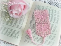 Lacy Crochet: Hearts Bookmark. Another bookmark bracelet bound. ☀CQ #crochet #crafts #DIY.