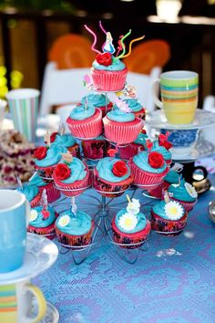 Alice in Wonderland Cupcakes-could do with blue icing and pink flowers