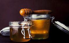 Miele grezzo : caratteristiche e benefici di questo fantastico alimento ricco di sorpres Il miele grezzo estratto a freddo è frequentemente presentato come oro liquido per le sue propriet