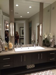 Great vanity and mirrors. Nice way to decorate a countertop.