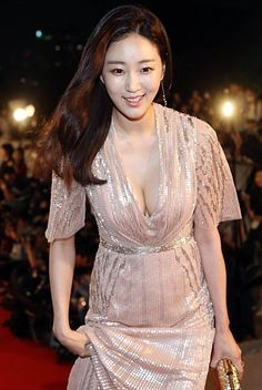 38세 김사랑 vs 20세 오하영 : 네이버 카페