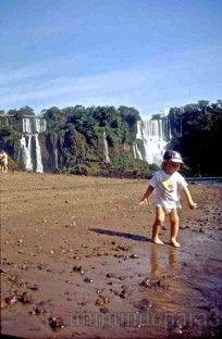 Iguazu, portal de cataratas y un bebe - Un mundo para 3