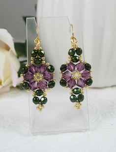 Woven Flower Earrings Amethyst Swarovski Crystals by IndulgedGirl - i lilla bicones og grønne facet - samt guld seed