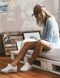 Le monochrome blanc sied bien aux Nike Cortez ! (photo Cajaroli)