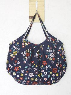 Reversible Hobo Tote Bag. How to sew DIY Picture Tutorial.
