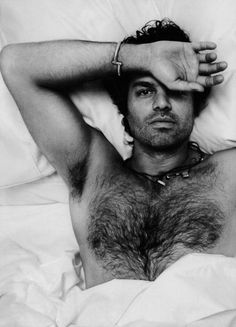 Hoollly, Geezus. Mark Ruffalo. Yes I know this is only scruff, but dammit he needs to be pinned. Heh heh.