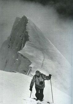 Hermann Buhl climbing Chogolisa June Shortly after, they were forced to retreat and one of the cornices gave way, plunging him to his death - Quest For Adventure book Ice Climbing, Mountain Climbing, Bergen, Monte Everest, Himalaya, Glacier, Photo Vintage, Escalade, Scouts