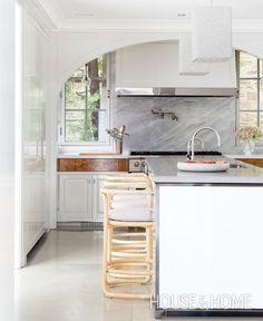 Contemporary White Kitchen | Designer: Katherine Newman | Photographer: Alex Lukey | #kitchen #interiordesign #design #contemporary