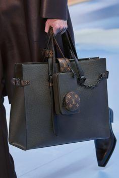 The whole Louis Vuitton Fall 2020 Menswear fashion show today on Vogue Runway. Baskets Louis Vuitton, Louis Vuitton Handbags, Purses And Handbags, Louis Vuitton Briefcase, Dior Purses, Louis Vuitton Luggage, Louis Vuitton Totes, Handbags For Men, Fashion Handbags