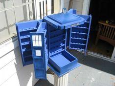 Fabulosa caja contenedor en forma de TARDIS