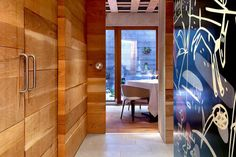 Diseño interior del restaurante, identidad visual y aplicaciones.