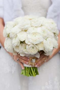 All-white #bouquet | Photography by: 5ive15ifteen Photo Company Follow @WedLuxe for more #wedding inspiration!