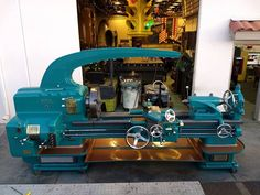 What a lathe! Stunning rebuild on a American Peacemaker metal lathe with an added DRO and lights by Gabriel Culp . Lathe Accessories, Folding Workbench, Industrial Machine, Mechanic Jobs, Lathe Tools, Tool Shop, Workshop Storage, Vintage Tools, Machine Tools