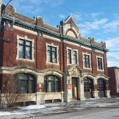This building, designed by architect Charles-Aimé Reeves (who also designed the original Marché Jean-Talon) was built in 1915. At different times it has been Fire Station No. 38 and the Ahuntsic Library. Currently it appears to be unused.  #mtlmoments #montreal #ahuntsic #firestation #casernedespompiers #library #bibliotheque #ahuntsiclibrary #bibliothequeahuntsic #charlesaimereeves #20160127