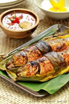 Grilled Fsh with Sauce Malaysian Cuisine, Malaysian Food, Malaysian Recipes, Fish Recipes, Seafood Recipes, Asian Recipes, Filipino Recipes, Fish Dishes, Seafood Dishes
