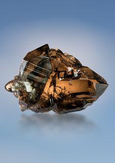Smoky Quartz Gwindel Minerals And Gemstones, Rocks And Minerals, Stones And Crystals, Gem Stones, Crystal Shapes, Mineral Stone, Rocks And Gems, Smoky Quartz, Geology