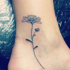Piccoli e super chic, i tatuaggi da caviglia sono così adorabili che rimarrai con gli occhi incollati a terra. Se ti stuzzica l'idea, prendi ispirazione da Instagram per trovare quello giusto per te
