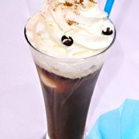 Recept : Ledová káva | ReceptyOnLine.cz - kuchařka, recepty a inspirace Pudding, Desserts, Food, Tailgate Desserts, Deserts, Custard Pudding, Essen, Puddings, Postres