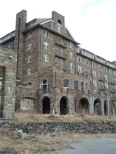 The Inn at Buck Hills Falls in the Poconos started modestly with only 18 rooms and, as the decades passed, expanded to a resort that boasted more than Abandoned Buildings, Abandoned Property, Abandoned Mansions, Old Buildings, Abandoned Places, Haunted Places, Scary Places, Mysterious Places, Historical Architecture
