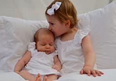 Estelle y Leonore de Suecia posan juntas por primera vez para la princesa Victoria