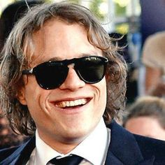 Heath Ledger reacts to a thrilled fan in the best possible way in unearthed video http://shot.ht/1PJSnbs @EW