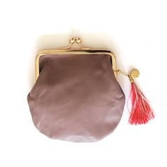 This viola genuine leather purse with the tassel is the perfect companion for a day in the city or a night out with your friends.  The purse as well as the tassels are uniquely made by hand.  Designed with ♥ in Switzerland  Size: 12cm x 12cm  100% Genuine leather  www.lilipepper.ch