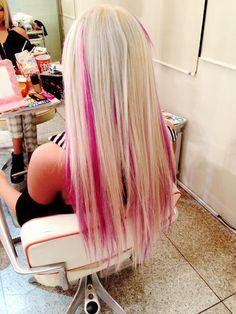 Blonde with Pink Streaks Pink Blonde Hair, Hot Pink Hair, Blonde With Pink, Platinum Blonde, Pink Streaks In Hair, Blonde Brunette, Bright Hair Colors, Hair Color Pink, Blonde Color