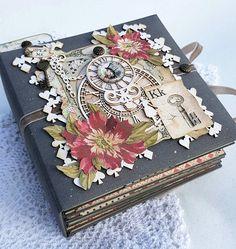Scrapbook Cover, Mini Scrapbook Albums, Diy Scrapbook, Scrapbooking, Book Crafts, Paper Crafts, Alice In Wonderland Crafts, Mini Album Tutorial, Mini Photo