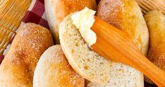 Kuohkeat gluteenittomat kaurasämpylät onnistuvat aloittelijaltakin tällä reseptillä. Psyllium parantaa taikinan rakennetta ja helpottaa leipomista. Kaurajauho tuo sämpylöihin makua sekä lisää kuitupitoisuutta. Gluten Free, Bread, Food, Glutenfree, Brot, Essen, Sin Gluten, Baking, Meals