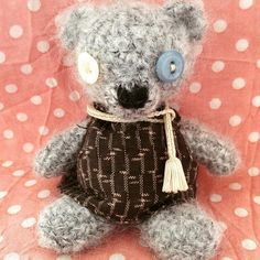A week off work and raining outside, so staying inside and I made him today. It's been years since I made a bear last time, so need a bit of rehab... /(sitting) 9cm #amigurumibear #amigurumi #crochet #handmade #handicraft #craft #knittedbear #bear