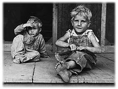 Children of the Dust Bowl. Now they knew how to have gratitude for school supplies, and take care of them.My mom was one of these ! Living through the Great Depression changed how they lived their lives, and their sense of appreciation. Aragon, Vintage Pictures, Old Pictures, Photos Du, Old Photos, Great Depression Photos, Ben Shahn, Dust Bowl, We Are The World