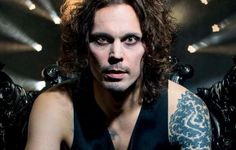 UK METAL HAMMER Magazine - December 2017 #303 (+CD). 11 page feature interview. Includes 100 page booklet on HIM.: https://www.yourcelebritymagazines.com/products/uk-metal-hammer-magazine-december-2017-303-ville-valo-him-evanescence