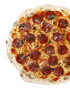 Gino's  Peperoni  Tomate, mozzarella, salami picante, salsa pesto y queso parmesano.
