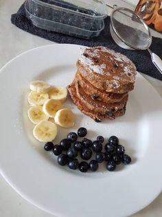 Pancakes cu afine Pancakes, French Toast, Breakfast, Recipes, Food, Morning Coffee, Recipies, Essen, Pancake