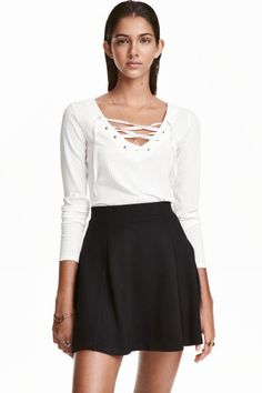 Top with lacing: Fitted, long-sleeved top in a soft rib knit with a V-neck.