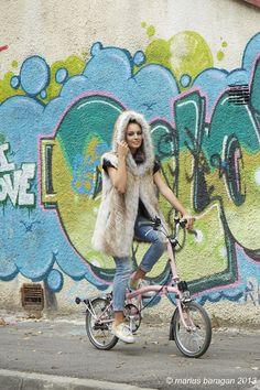 Bike, graffitti & Paisi splendid furs vest