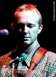 https://flic.kr/p/8sW5R | Steve Cradock of Ocean Colour Scene | Taken during soundcheck. Manchester Apollo, England, 29 April 2005  www.oceancolourscene.com