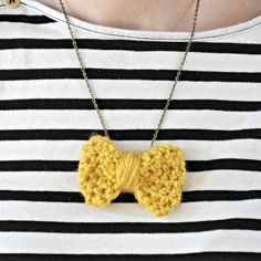 Learn how to make this bow necklace.  Great beginner pattern!