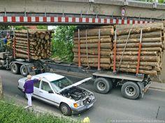 LKW-Unfall an der Forther Bahnbrücke