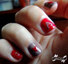 Poker nail art avec Prestigious Taupe et Suggestive Red de la Daring Game collection de chez Kiko.