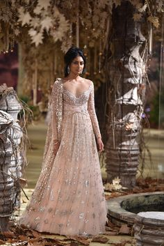 -tarun-tahiliani-runway #indian #indianfashion #indianbride #lehenga