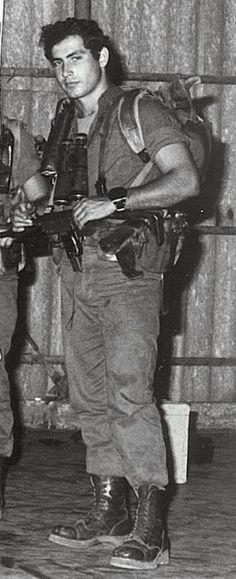 benjamin netanyahu as soldier, & team leader in sayeret matkal. sayeret matkal' s an elite special forces unit of israel defense forces (idf). Jewish History, World History, Israel History, History Books, Jerusalem, Arte Judaica, Naher Osten, Benjamin Netanyahu, Little Bit
