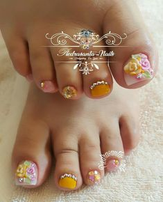 uñas con flores 3d French Manicure Nails, Pedicure Nail Art, Toe Nail Art, French Nails, Pretty Toe Nails, Cute Toe Nails, Feet Nails, Girls Nails, Toe Nail Designs