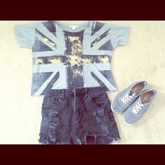 """Selling this """"UK Theme graphic tee"""" in my Poshmark closet! My username is: ashtyn_sierra. #shopmycloset #poshmark #fashion #shopping #style #forsale #Forever 21 #Tops"""