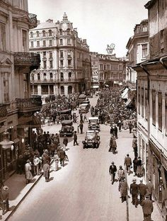 25 Fascinating Photos That Capture Street Scenes of Bucharest, Romania in the Old Pictures, Old Photos, Europe Eu, Little Paris, Bucharest Romania, Old City, Croatia, In This World, Tourism