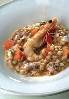 Minestra di farro con gamberi e calamaretti Fish Recipes, Gourmet Recipes, Cooking Recipes, Food Concept, Food Goals, Slow Food, Fish Dishes, International Recipes, Food Presentation