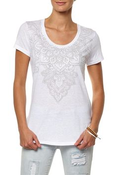 Henna Motif Fashion Fit is a White fashion fit t-shirt with Henna Motif print in grey around the neckline. Composition 100% Cotton. Model wears AUS 10/S