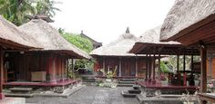Bali Indonesia Holiday Travels: Batuan Village Traditional House - Feel the Real C...